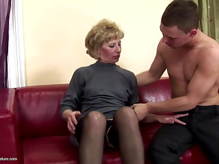 Puristic full-grown mom ass fucked with the addition of pissed on