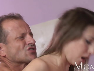 Ma MILF can not stop squirting when she cums