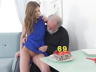 Naff bearded pervert eats and fingers racy pussy be advantageous to lusty virgin gal