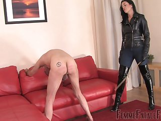 The Hunteress wants to experience spanking for rub-down the best pleasure
