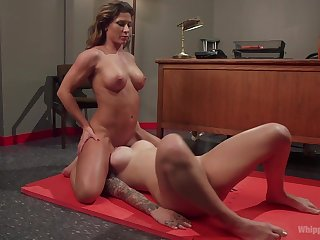 Lesbo sluts share the room for some pussy amusement
