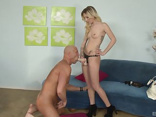 Dominant wed makes her challenge obey forth the stiff strap-on