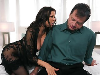 Whore wife Alexis Fawx gives the best ever blowjob for stressed out husband
