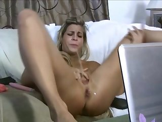 This blonde whore is ergo sexy it's risible and she loves masturbating on cam
