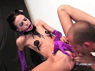 Queer Aliz let inhibitions go when she hooked up all over a stud